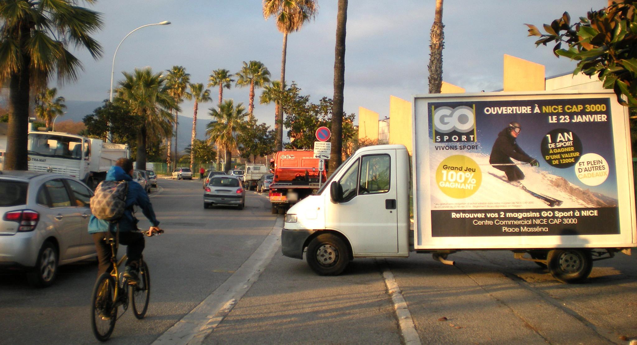 affi mobile r gie d 39 affichage sur camions publicitaires. Black Bedroom Furniture Sets. Home Design Ideas